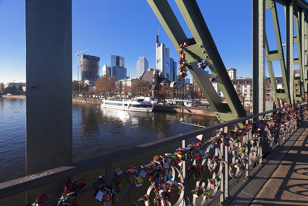 Eiserner Steg, iron footbridge with view to financial district, Frankfurt, Hesse, Germany, Europe