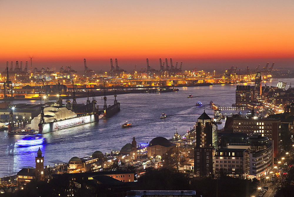 View over St.Pauli district and St.Pauli Landungsbruecken pier over the harbour at sunset, Hamburg, Hanseatic City, Germany