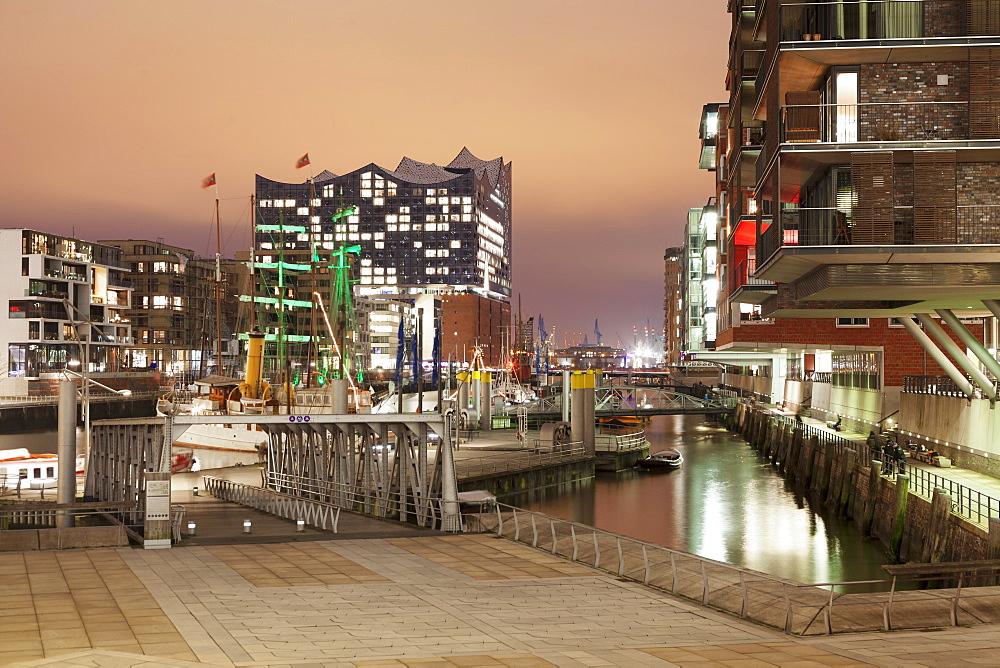 Magellan Terrassen terraces, Sandtorhafen port, Elbphilharmonie, HafenCity, Hamburg, Hanseatic City, Germany