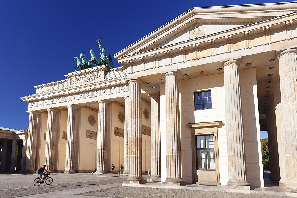 Brandenburg Gate (Brandenburger Tor), Pariser Platz square, Berlin Mitte, Berlin, Germany
