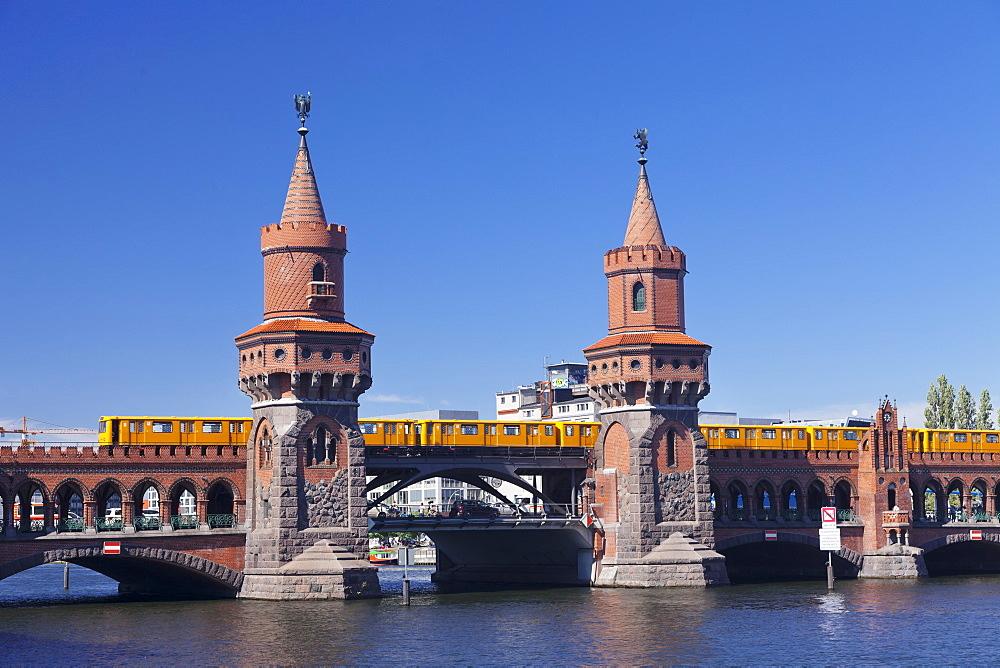 Oberbaum Bridge between Kreuzberg and Friedrichshain, Metro Line 1, Spree River, Berlin, Germany, Europe