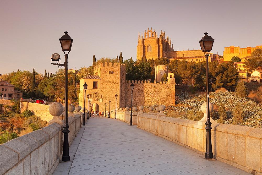 Puente de San Martin Bridge, San Juan des los Reyes Monastery, Toledo, Castilla-La-Mancha, Spain