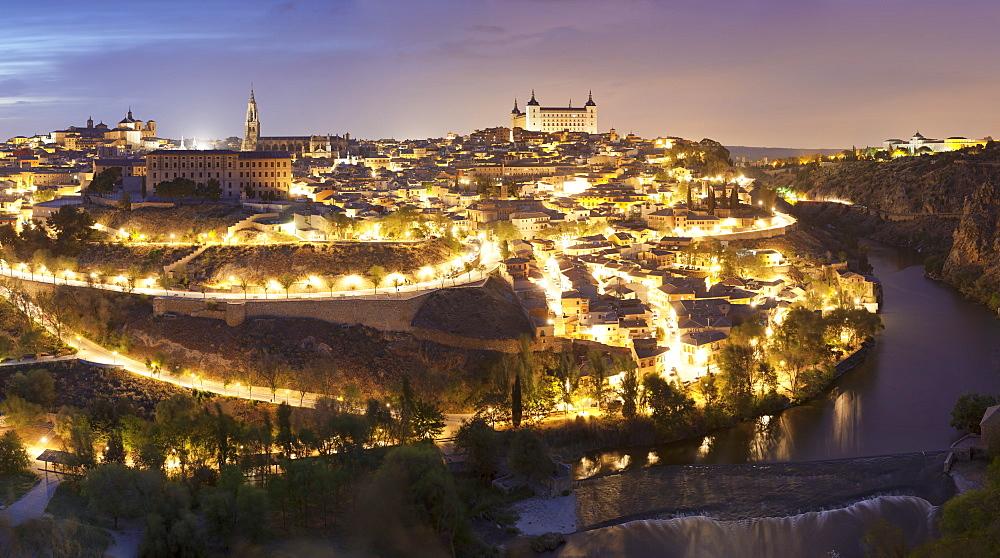 View over Tajo River at Santa Maria Cathedral and Alcazar, UNESCO World Heritage Site, Toledo, Castilla-La-Mancha, Spain