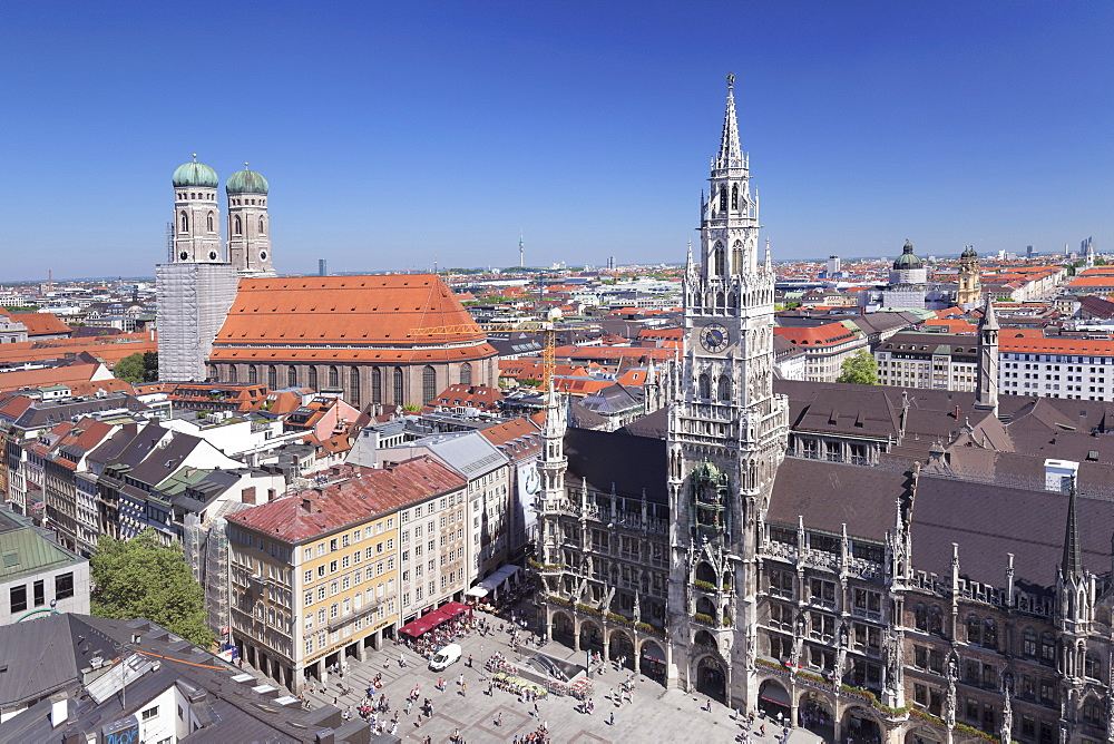 Marienplatz Square with town hall (Neues Rathaus) and Frauenkirche church, Munich, Bavaria, Germany, Europe
