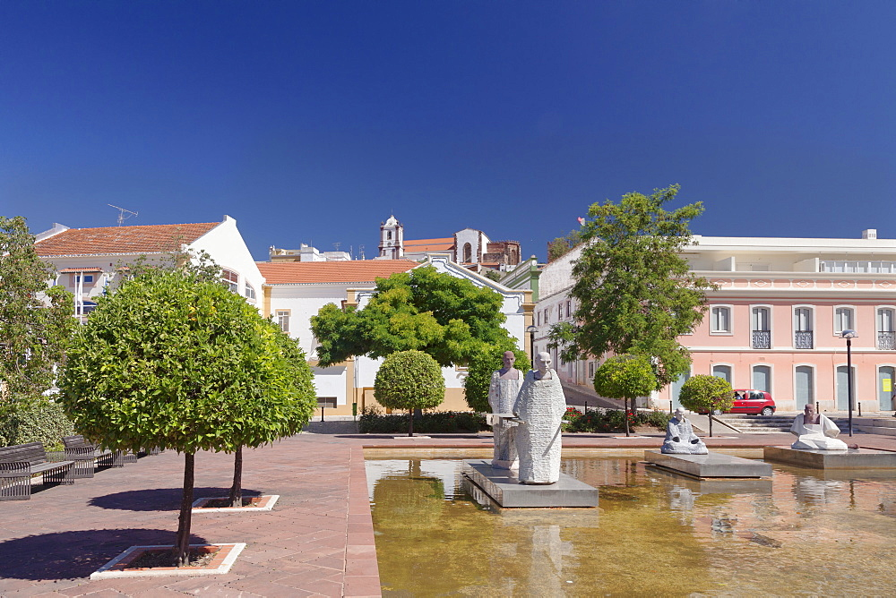 Praca Al Muthamid, cathedral, Silves, Algarve, Portugal