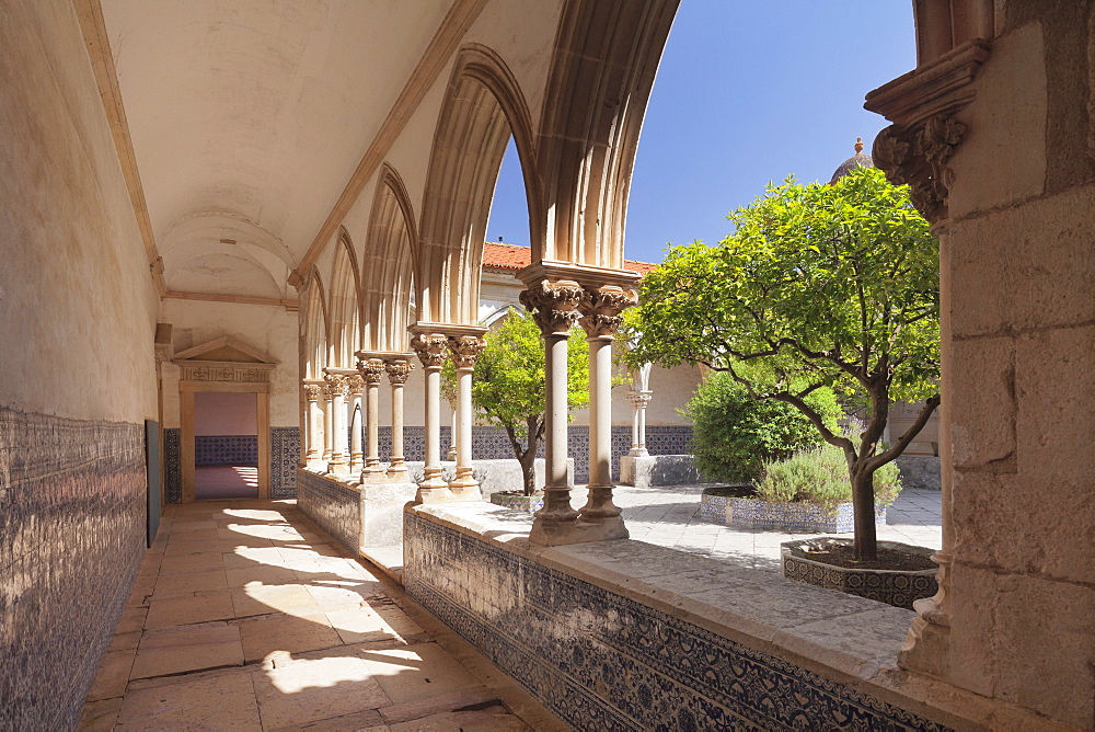 Claustro do Cemiterio cloister, Convento de Cristi (Convent of Christ) Monastery, UNESCO World Heritage Site, Tomar, Portugal, Europe