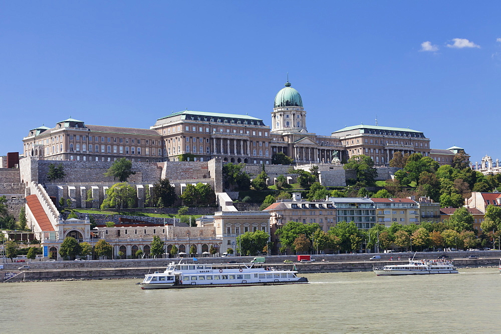 View over Danube River to the Royal Palace, Buda Castle, UNESCO World Heritage Site, Budapest, Hungary, Europe - 1160-3710