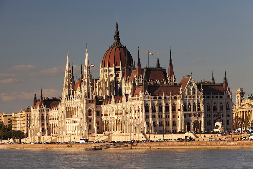Parliament Building at sunset, River Danube, UNESCO World Heritage Site, Budapest, Hungary, Europe