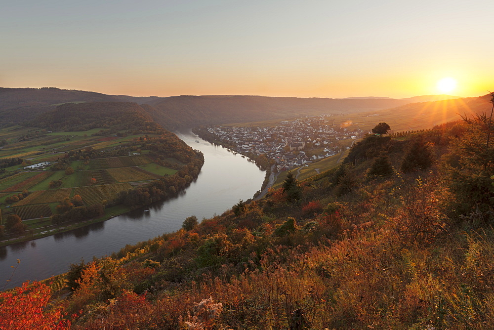 Loop of Moselle River at sunset near the town of Kroev, Rhineland-Palatinate, Germany - 1160-3788
