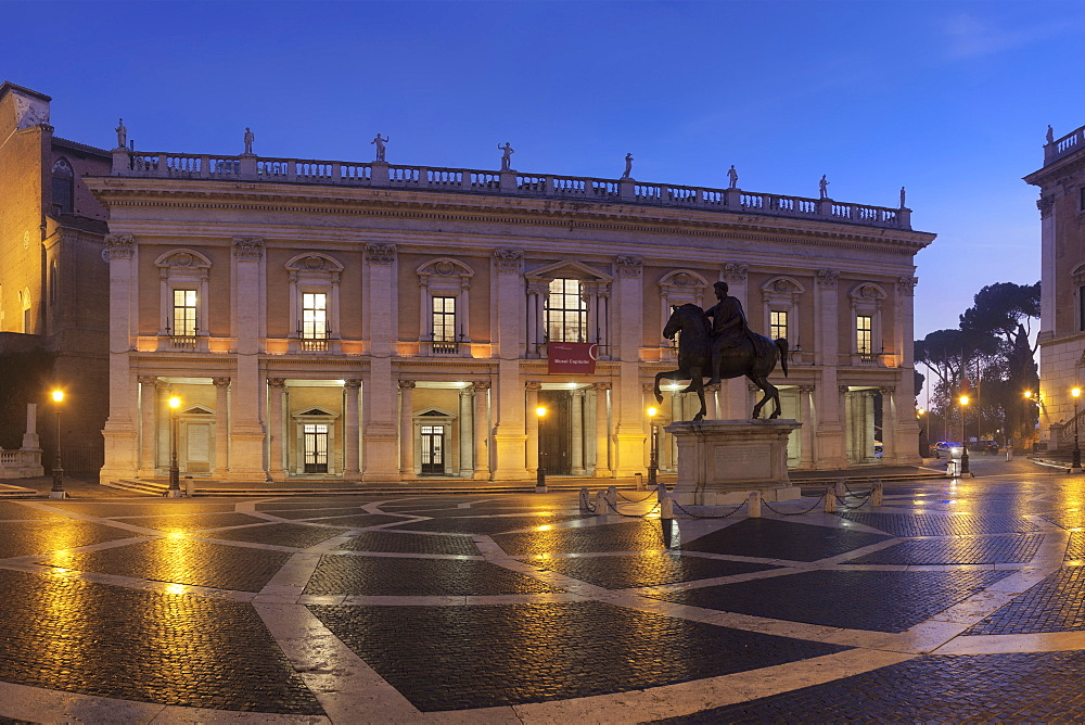 Piazza del Campidoglio, Capitoline Museums, Palazzo Nuovo, Equestrian statue of Marcus Aurelius, Rome, Lazio, Italy, Europe