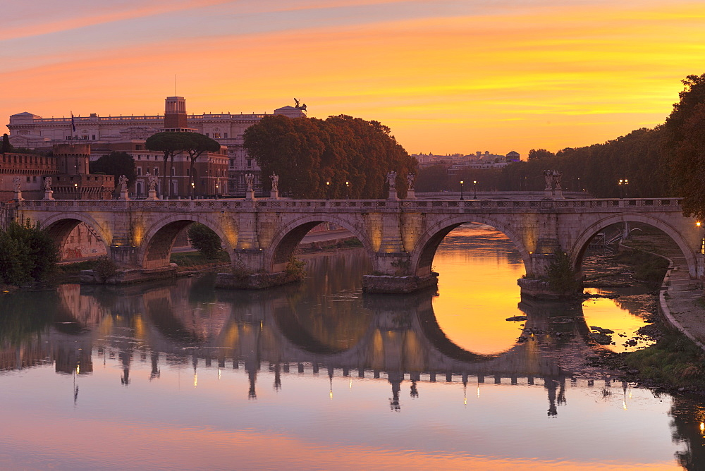 Ponte Sant'Angelo Bridge at sunrise, UNESCO World Heritage Site, Tiber River, Rome, Lazio, Italy, Europe - 1160-3878