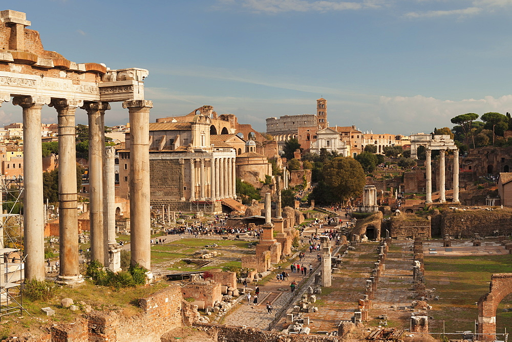 Roman Forum (Foro Romano), Colosseum behind, UNESCO World Heritage Site, Rome, Lazio, Italy, Europe