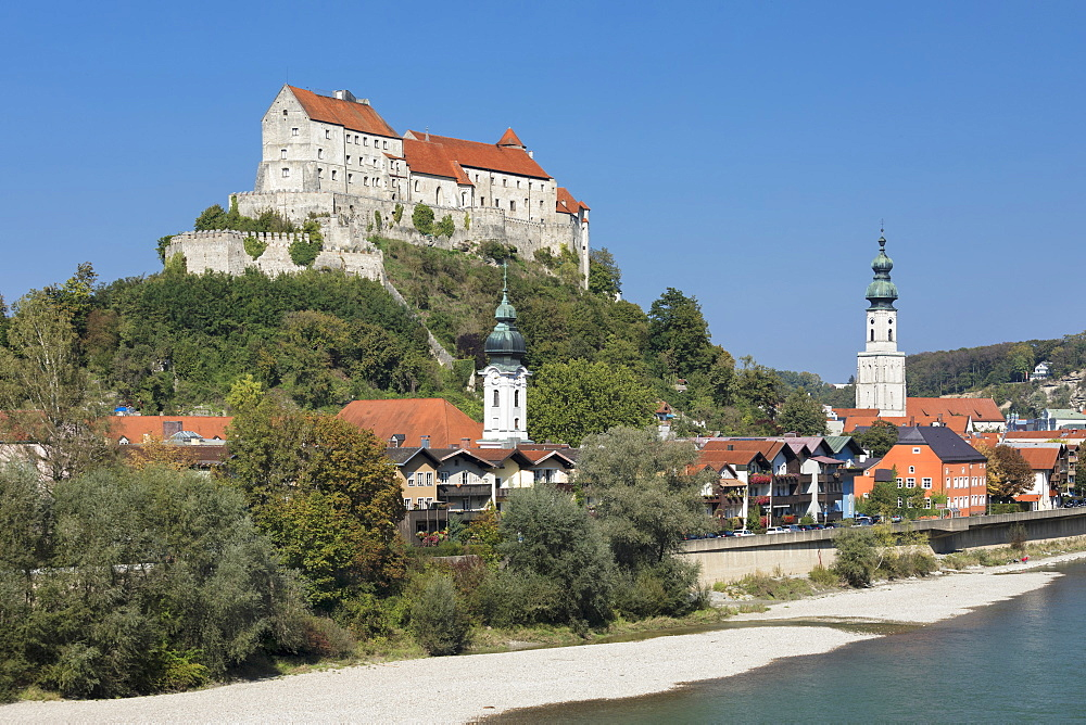 View over Salzach River, Parish Church St.Jakob and Castle, Burghausen, Upper Bavaria, Bavaria, Germany