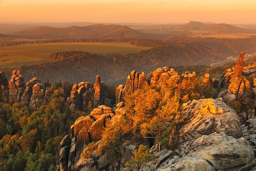 Schrammstein rock view at sunrise, Elbsandstein Mountains, Saxony Switzerland National Park, Saxony, Germany - 1160-4022