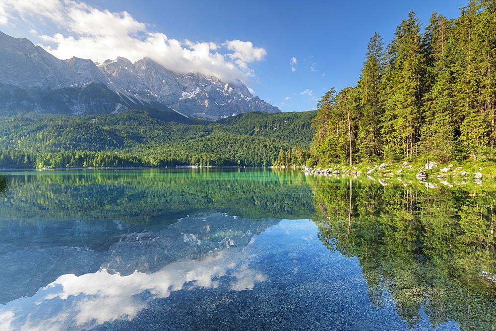 Lake Eibsee against Mount Zugspitze, 2962m, and Wetterstein Mountain Range, Grainau, Werdenfelser Land, Upper Bavaria, Germany, Europe - 1160-4432