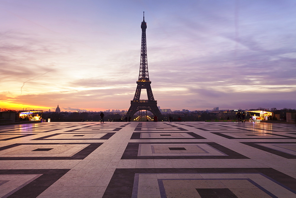 Trocadero and Eiffel Tower at sunrise, Paris, Ile de France, France, Europe