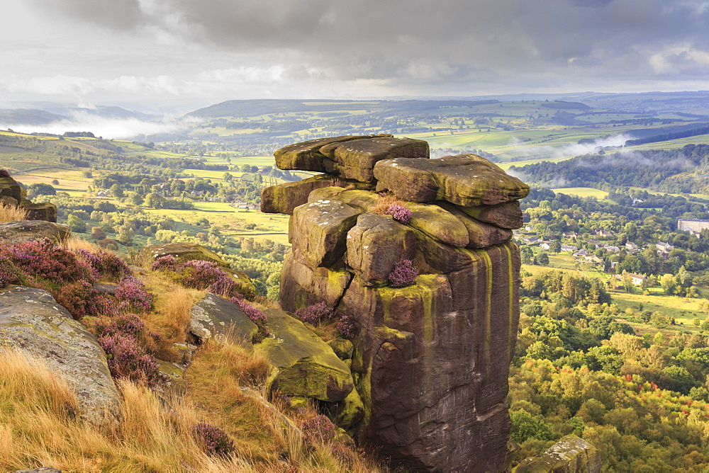Curbar Edge, summer heather, view towards Chatsworth, Peak District National Park, Derbyshire, England, United Kingdom, Europe