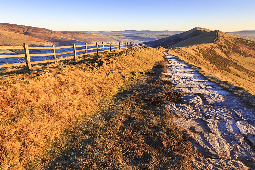 Frosty morning, Great Ridge, Hollins Cross to Mam Tor, Edale Valley, Castleton, Peak District National Park, Derbyshire, England, United Kingdom, Europe