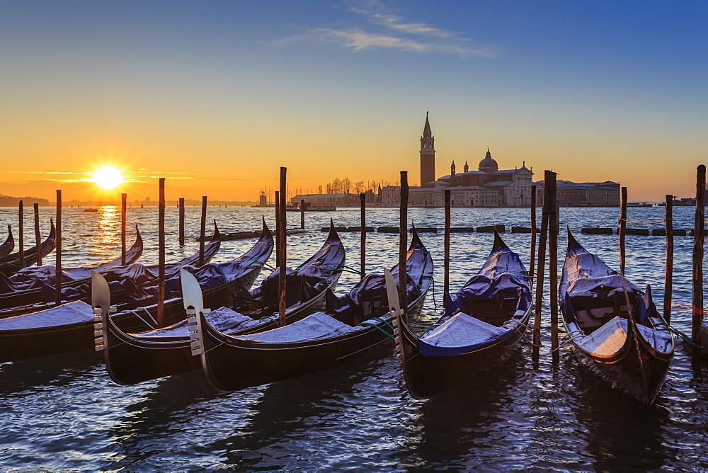 Venetian winter sunrise after snow with gondolas, San Giorgio Maggiore and Lido, Venice, UNESCO World Heritage Site, Veneto, Italy, Europe - 1167-1292