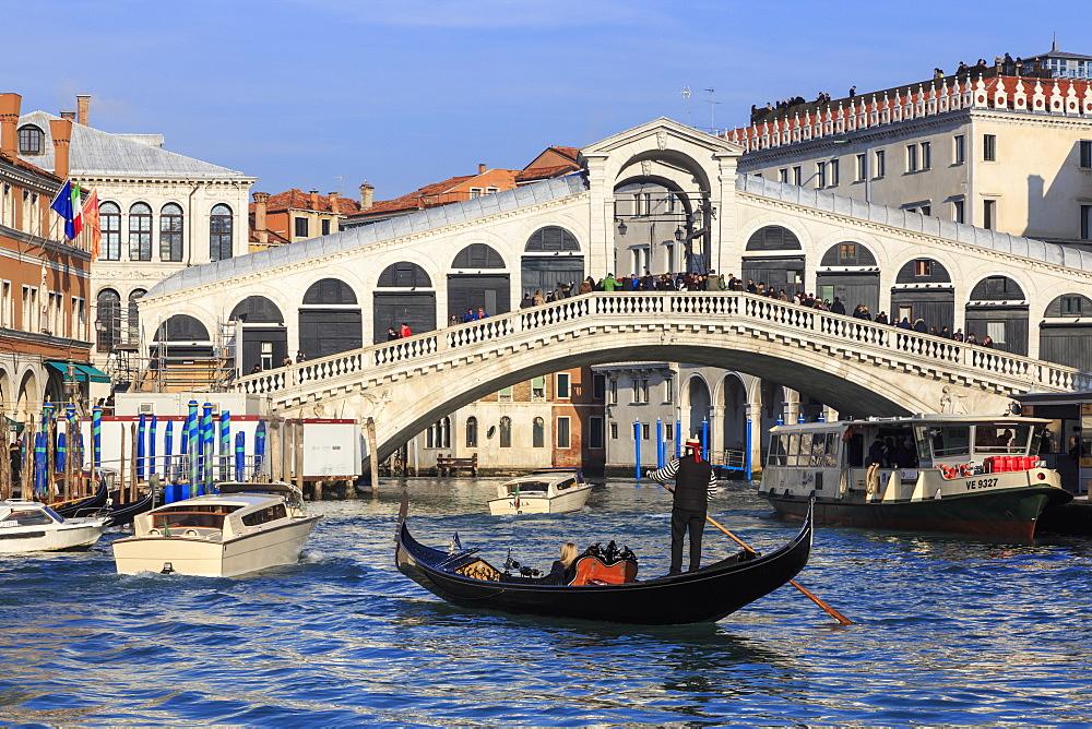 Gondola on Grand Canal and Rialto Bridge, Venice, UNESCO World Heritage Site, Winter, Veneto, Italy