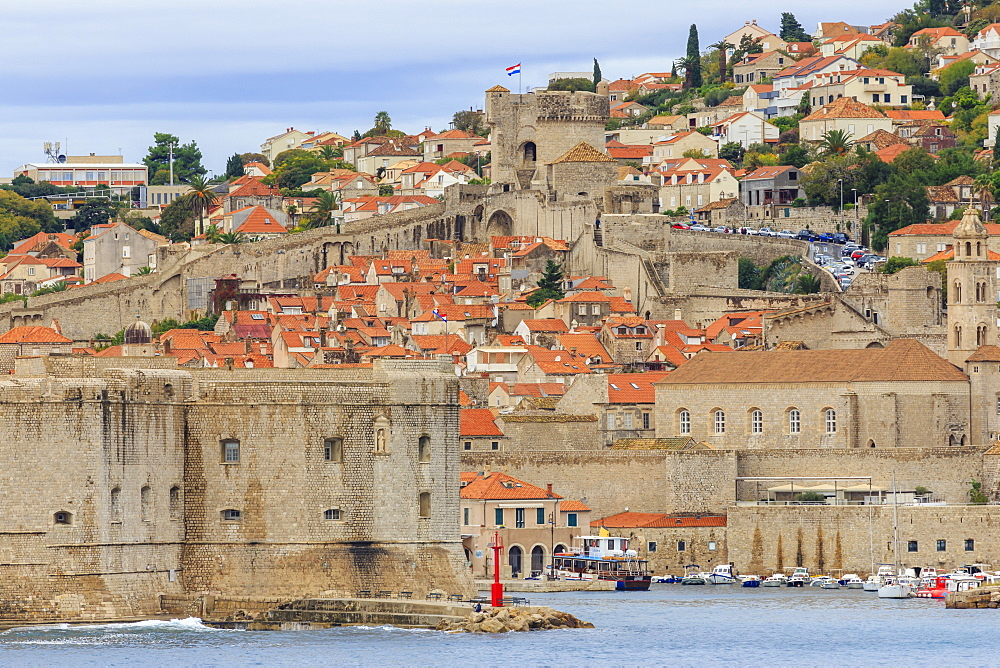 Old Town, ringed by defensive City Walls and Forts, from the sea, Dubrovnik, UNESCO World Heritage Site, Dalmatia, Croatia, Europe