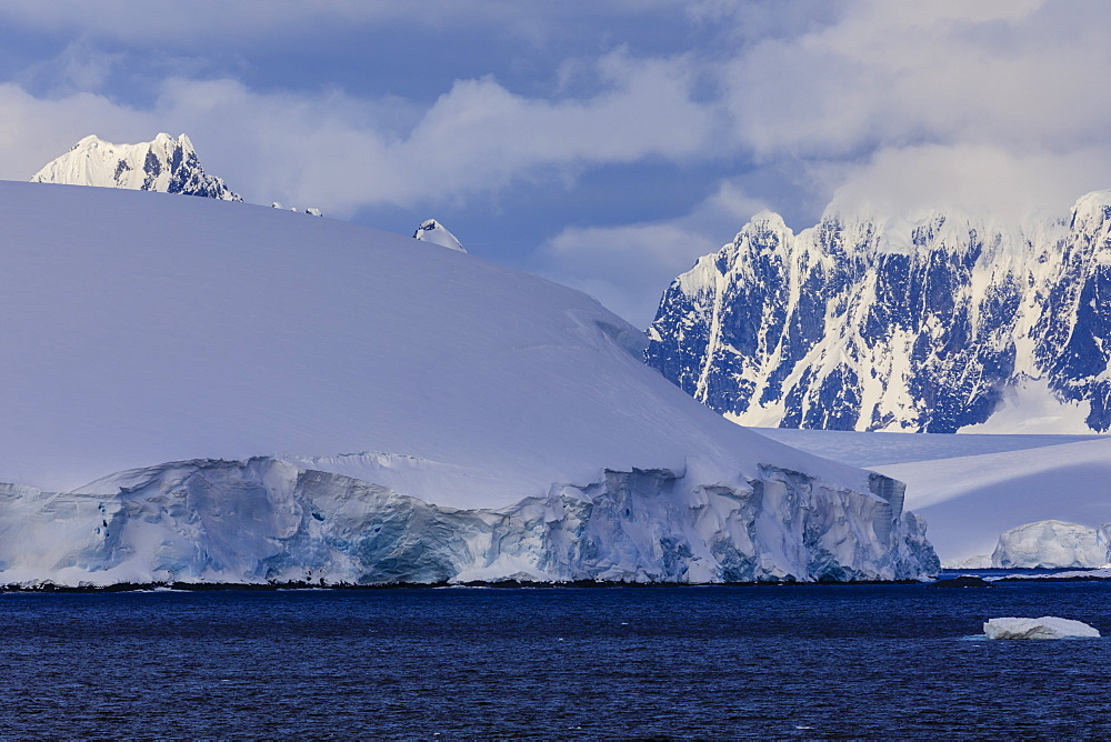 Glaciers, icebergs and misty mountains, Bismarck Strait, off Anvers Island and Wiencke Island, Antarctic Peninsula, Antarctica, Polar Regions
