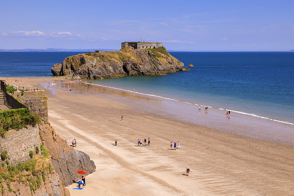 Castle Beach and St. Catherine's Island, sunny day with blue sky in summer, Tenby, Pembrokeshire, Wales, United Kingdom, Europe
