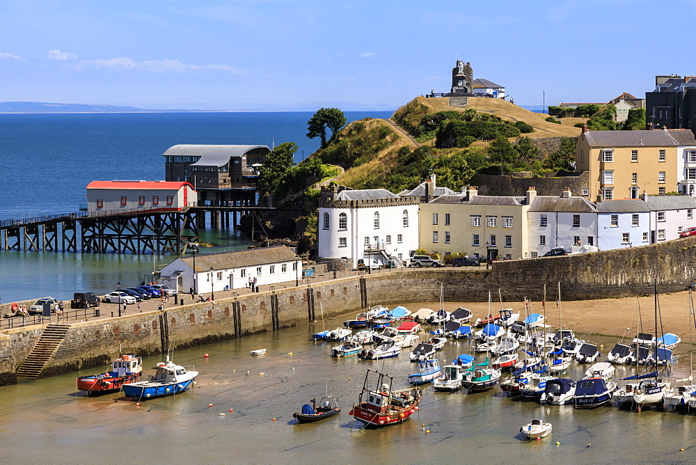 Harbour Beach, boats, colourful historic buildings, Castle Hill, lifeboat station on a hot sunny day, Tenby, Pembrokeshire, Wales, United Kingdom, Europe