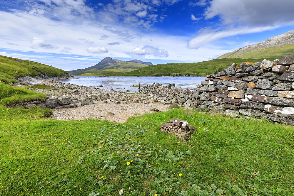 Ardvreck Castle defensive wall, mountain landscape, Loch Assynt, Sutherland, Summer, Scottish Highland, Scotland, United Kingdom
