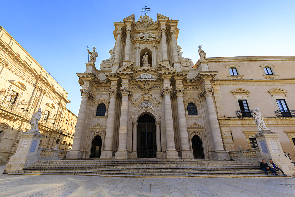 Cathedral facade, early morning, Piazza Duomo, Ortigia (Ortygia), Syracuse (Siracusa), UNESCO World Heritage Site, Sicily, Italy, Mediterranean, Europe