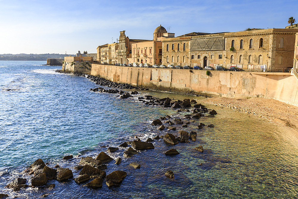 Waterfront, Ortigia (Ortygia), early morning, Syracuse (Siracusa), UNESCO World Heritage Site, Sicily, Italy, Mediterranean