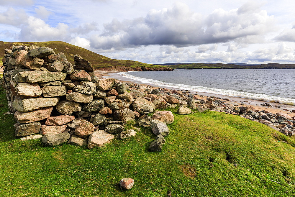 Little Ayre, ruined croft house, red sand beach, red granite rocks, Muckle Roe Island, Shetland Isles, Scotland, United Kingdom, Europe
