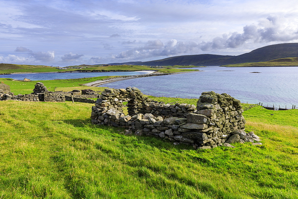Minn Beach, Banna Minn, ruined crofthouses, tombolo, Papil, West Burra Island, view to East Burra, Shetland Isles, Scotland, United Kingdom, Europe