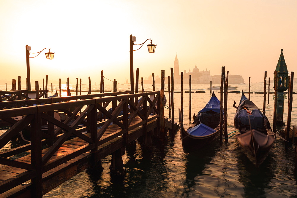 Venetian sunrise, winter fog, gondolas, San Giorgio Maggiore and Lido, Venice, UNESCO World Heritage Site, Veneto, Italy, Europe