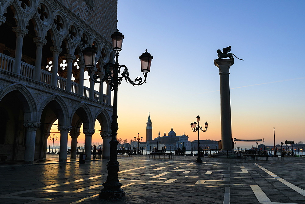 Blue hour, before sunrise in winter, Doge's Palace, Piazzetta San Marco, Venice, UNESCO World Heritage Site, Veneto, Italy, Europe
