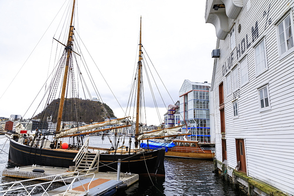 Beautiful Alesund, Aksla hill, waterfront, boats, historic warehous in winter, Alesund, More og Romsdal, Norway, Scandinavia, Europe