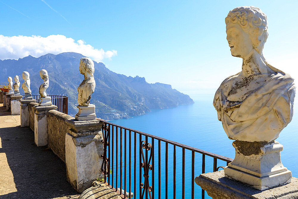 Terrace of Infinity, Gardens of Villa Cimbrone, cliff top Ravello, Amalfi Coast, UNESCO World Heritage Site, Campania, Italy, Europe