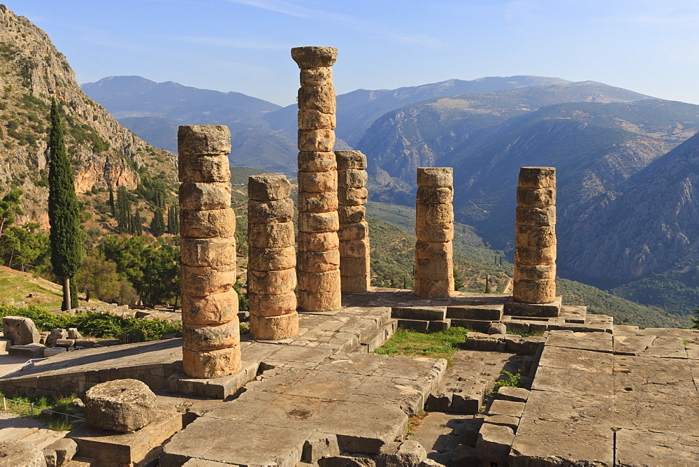 Temple of Apollo, Delphi, UNESCO World Heritage Site, Peloponnese, Greece, Europe