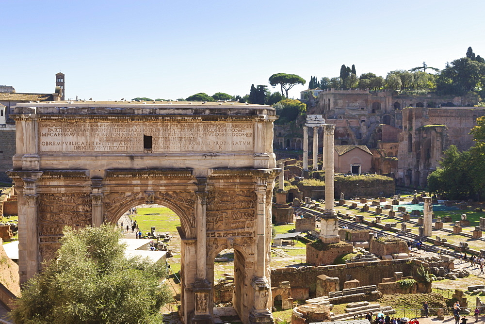 Elevated view from behind the Capitol of the Arch of Septimius Severus in the Forum, UNESCO World Heritage Site, Rome, Lazio, Italy, Europe