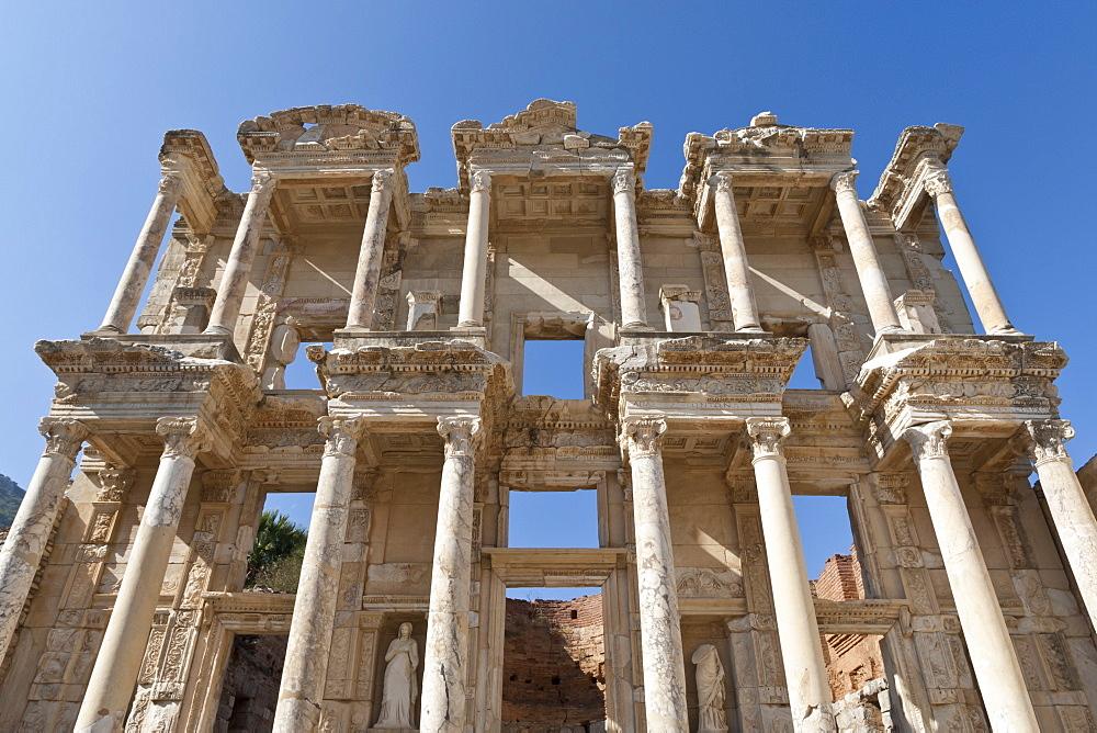 Facade of the Library of Celsus, Roman ruins of ancient Ephesus, near Kusadasi, Anatolia, Turkey, Asia Minor, Eurasia