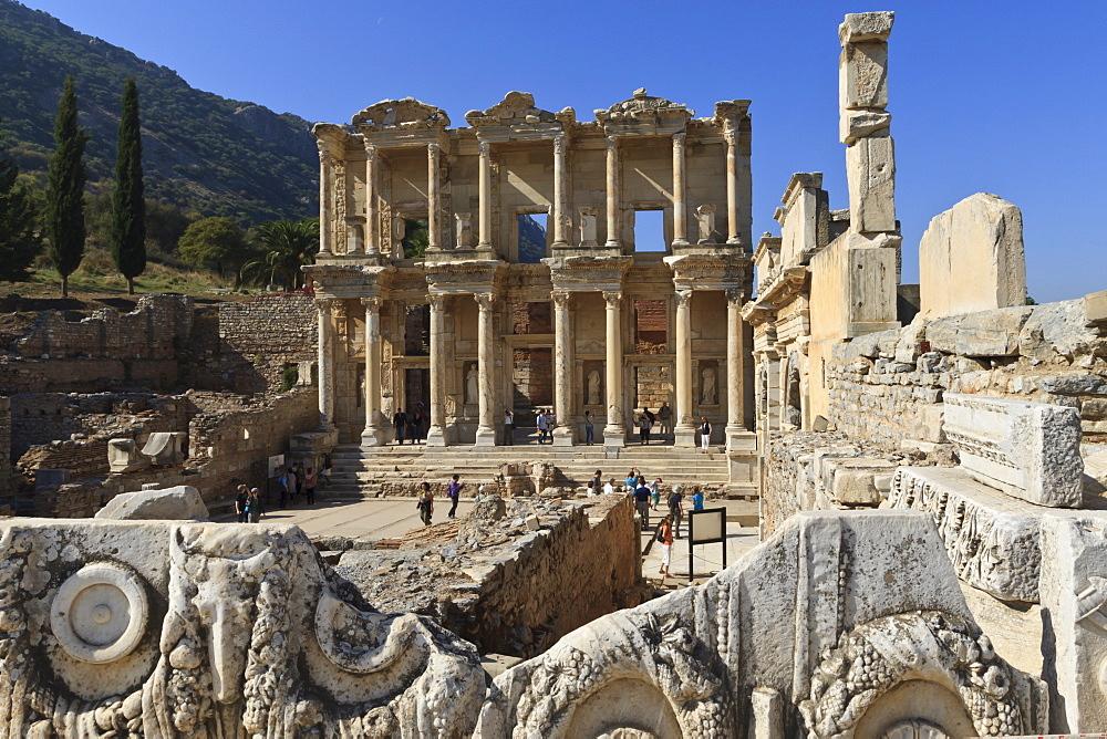 Library of Celsus, Roman ruins of ancient Ephesus, near Kusadasi, Anatolia, Turkey, Asia Minor, Eurasia