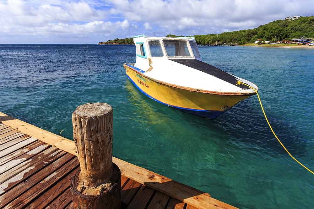 Small boat and jetty, Saline Bay, Mayreau, Grenadines of St. Vincent, Windward Islands, West Indies, Caribbean, Central America