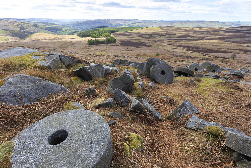 Old millstones, Stanage Edge, fine spring day, near Hathersage, Peak District National Park, Derbyshire, England, United Kingdom, Europe