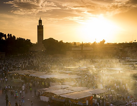 Djemaa el Fna square (Jemaa el Fna), Koutoubia Mosque in distance at sunset, Medina, Marrakech, Morocco, North Africa, Africa