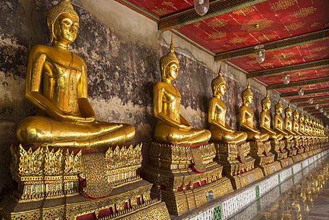 Rows of gold Buddha statues, Wat Suthat temple, Bangkok, Thailand, Southeast Asia, Asia - 1170-198