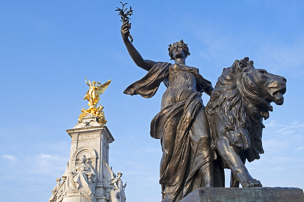 The Victoria Memorial statue outside Buckingham Palace, the official residence of the Queen in London, England, United Kingdom, Europe
