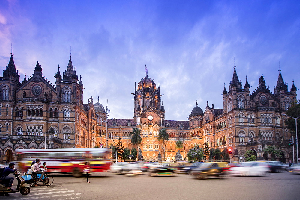 Chhatrapati Shivaji Terminus (Victoria Terminus), UNESCO World Heritage Site, historic railway station built by the British. Mumbai (Bombay), Maharashtra, India, Asia