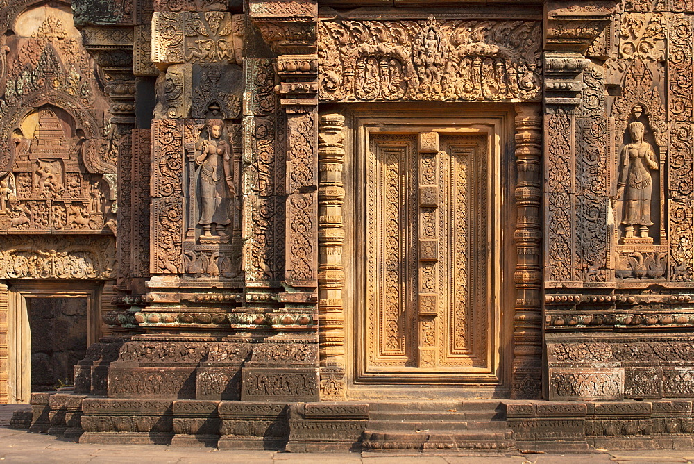 Detailed carving on the facade of a temple at Banteay Srei in Angkor, UNESCO World Heritage Site, Siem Reap, Cambodia, Indochina, Southeast Asia, Asia - 1176-940