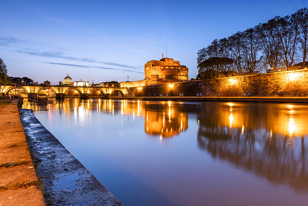 Dusk on the ancient palace of Castel Sant'Angelo with statues of angels on the bridge on Tiber RIver, UNESCO World Heritage Site, Rome, Lazio, Italy, Europe