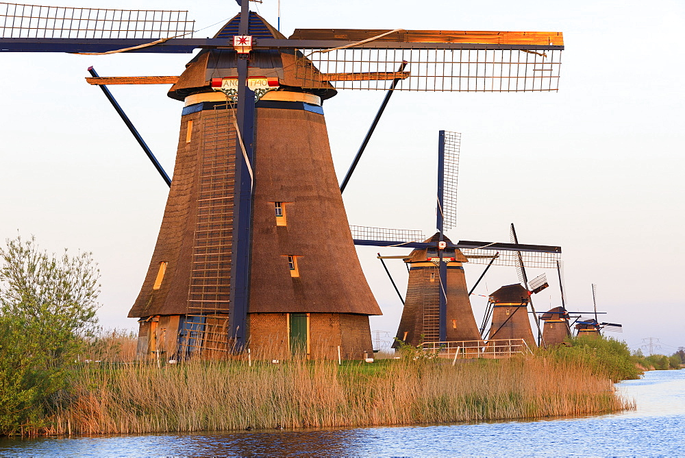 Traditional Dutch windmills, Kinderdijk, UNESCO World Heritage Site, Molenwaard, South Holland, The Netherlands, Europe - 1179-2241